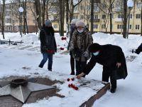Подробнее: Возложение живых цветов к памятнику Неизвестному солдата.